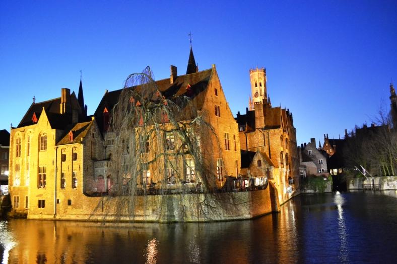 www.tripelonia.com - Bruges by night (1)