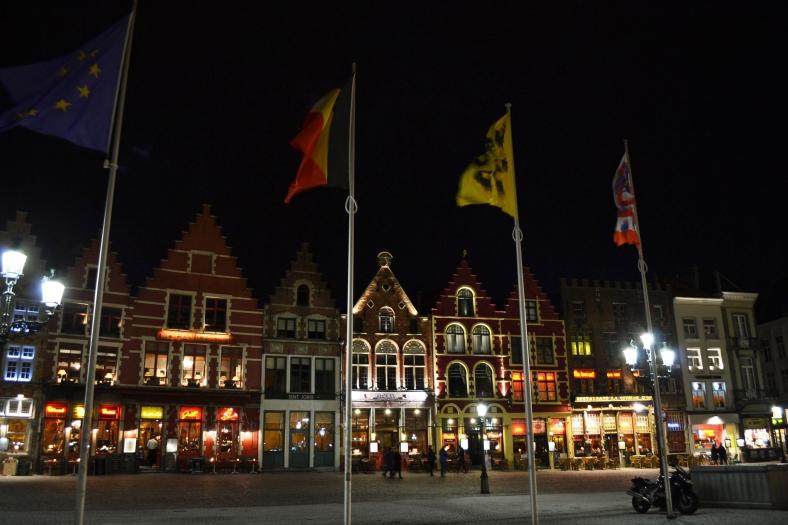 www.tripelonia.com - Bruges by night (11)