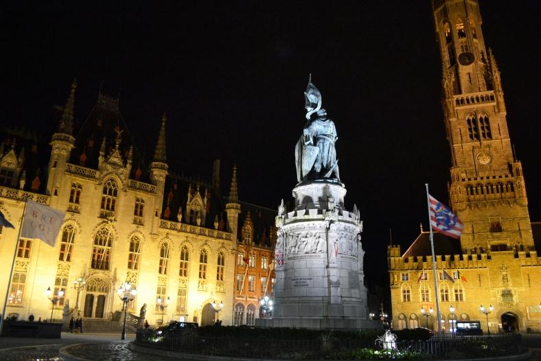 www.tripelonia.com - Bruges by night (13)