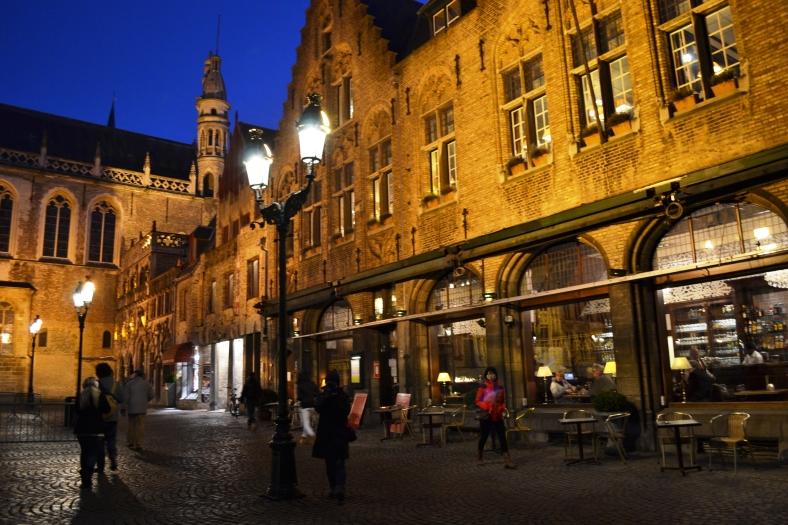 www.tripelonia.com - Bruges by night (16)