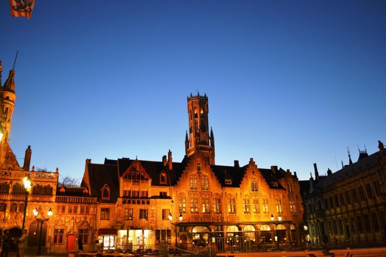 www.tripelonia.com - Bruges by night (17)