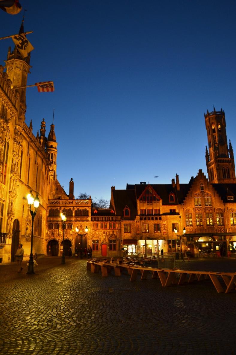 www.tripelonia.com - Bruges by night (18)