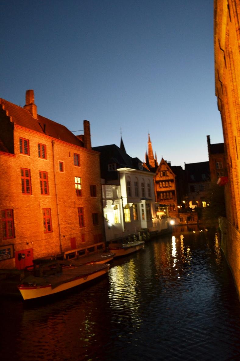 www.tripelonia.com - Bruges by night (20)