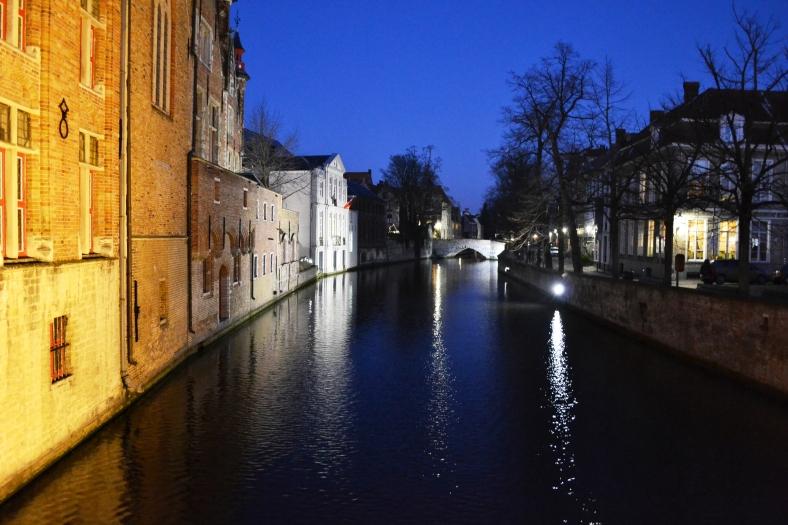 www.tripelonia.com - Bruges by night (21)