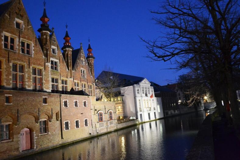 www.tripelonia.com - Bruges by night (22)