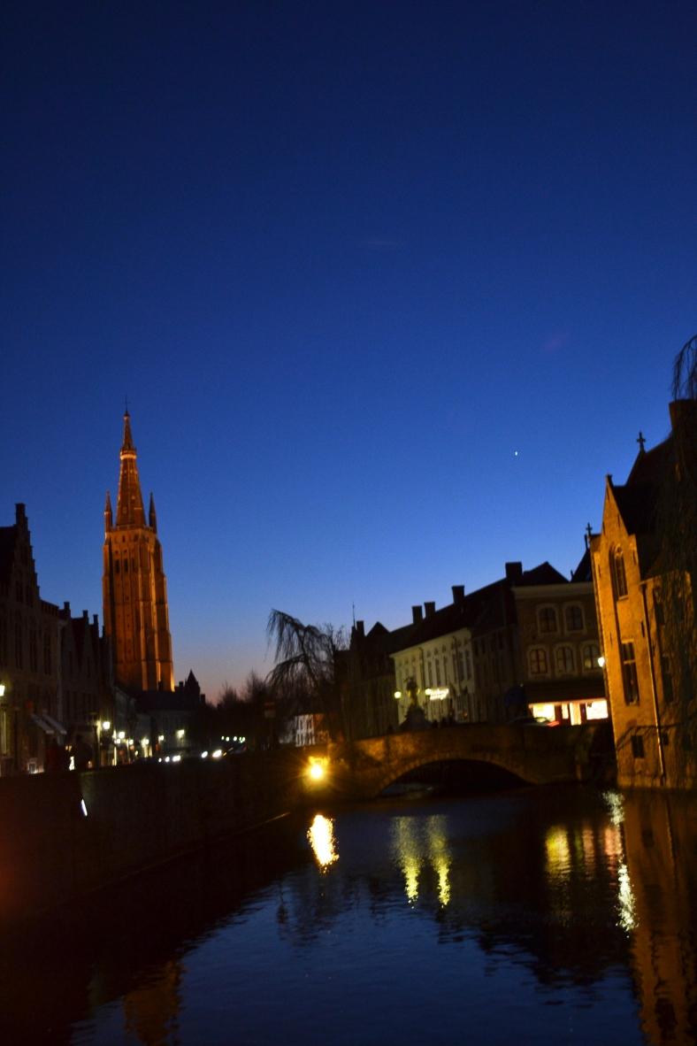 www.tripelonia.com - Bruges by night (24)