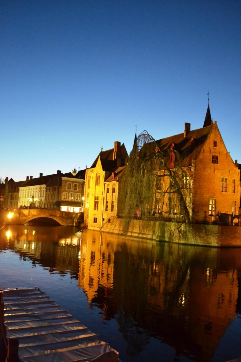 www.tripelonia.com - Bruges by night (26)