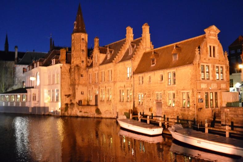 www.tripelonia.com - Bruges by night (4)