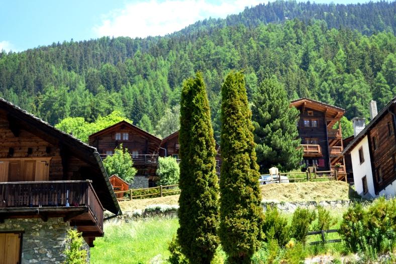 www.tripelonia.com - Ayer village (9)
